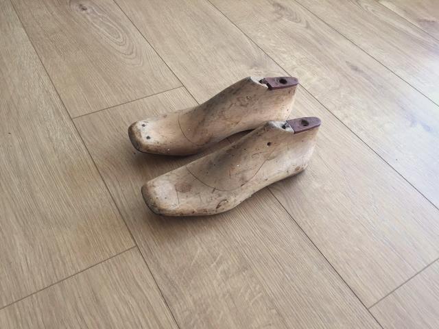 אימומי וינטג' הולנדים שהשתמשו בהם להכנת ועיצוב נעליים